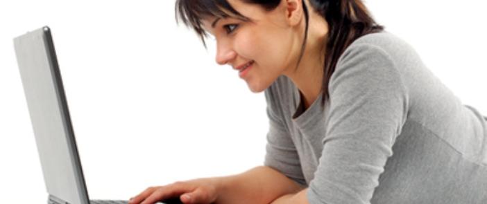 mujer_computadora_de_escritorio2 — Radio Corazón