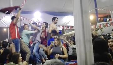 Así terminó esta celebración hot de venezolanos