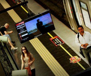 Hombre recorrió desnudo estación del Metro Tobalaba