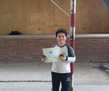 Las felicitaciones de Claudio Bravo a pequeño portero que tapó 10 penales