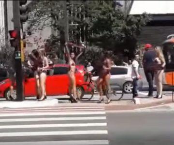 Conductor se distrajo con mujeres en bikini y terminó chocando