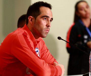 Jugadores de la Roja crean grupo de WhatsApp sin Claudio Bravo