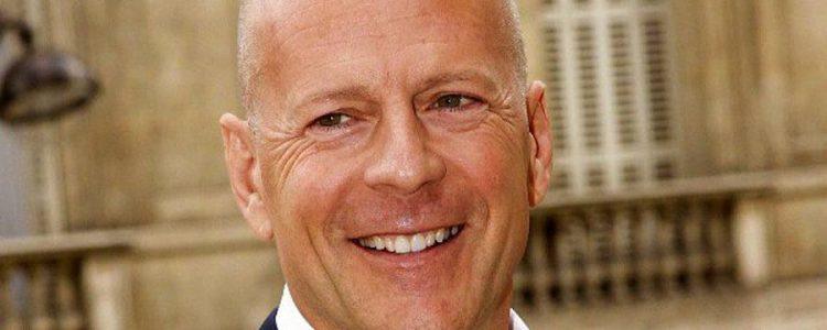 """El disfraz de Halloween de Bruce Willis al estilo """"El Resplandor"""" que sacó aplausos en redes sociales"""