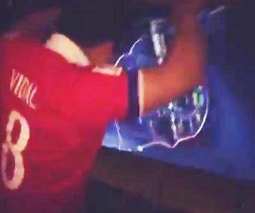 El hincha chileno que rompió su TV tras la eliminación y se hizo viral