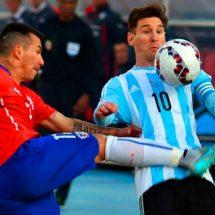 El genial tapabocas de un chileno a un argentino que se burló de la no clasificación de La Roja