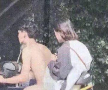 ¿Un hombre desnudo manejando una moto? La foto que está confundiendo a todos en la web