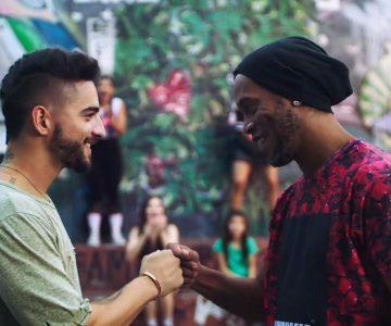 """Maluma y Ronaldinho juegan fútbol en el videoclip de """"Corazón"""""""
