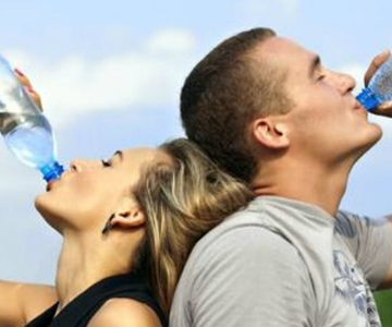 Hoy es el Día Mundial del Agua y le recordamos cuáles son todos los beneficios para su salud