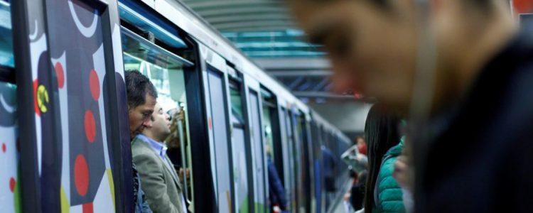 """Metro busca al """"Bien Portao""""  del día y los sorprende con regalos"""