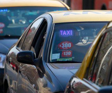 Honrado taxista busca por medio Chile a pasajero que olvidó billetera con millonarios cheques