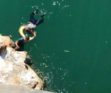 ¡Superhéroe chileno! Carabinero se lanzó al mar para salvar a una mujer que quería suicidarse