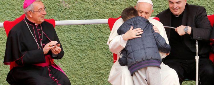 La emotiva pregunta de un niño de 10 años al Papa Francisco emociona a todos en redes sociales