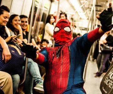 El Spiderman más sensual y suelto de Chile la rompe bailando «Scooby Doo Pa Pa»