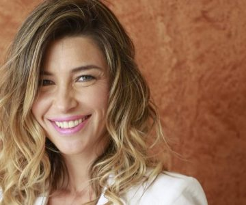 Francisca Merino chochea de lo lindo con sus hijos en televisión