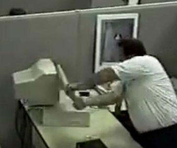 """""""Un mal día en la oficina"""": La firme que esconde uno de los primeros virales de Internet"""
