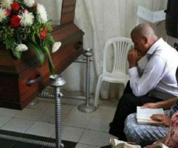 Familia venezolana se niega a enterrar a su hijo porque esperan a que resucite