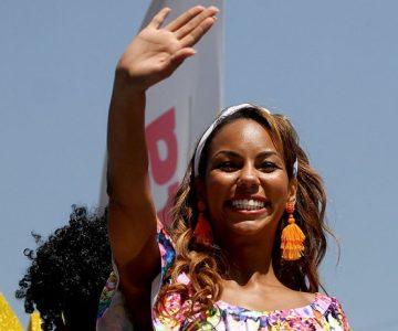 Betsy Camino se muestra más afro que nunca y a sus seguidores no les gusta