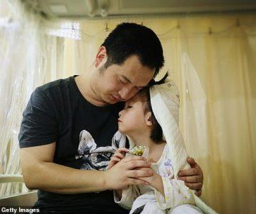 Papito se «casó» con su hija de cuatro años para poder cumplir su sueño
