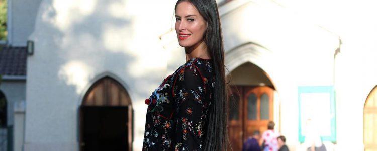 «Poto de vieja»: Leona Barrientos recibe lluvia de críticas por posar en bikini
