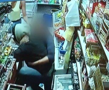 Mujeres agarraron a combos a ladrón que intentó robar minimarket