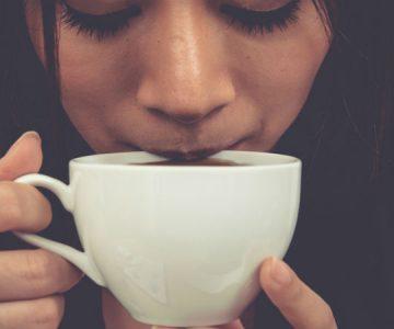 Ahora dicen que tomar té o café muy caliente aumenta el riesgo de cáncer