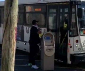Ladrón se quiso ir en micro con cajero automático recién robado