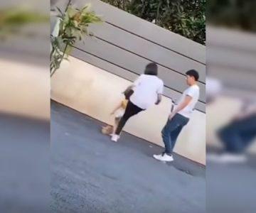 «Rara vez golpeo a mi hija»: la insólita respuesta de perla que grabaron pateando a retoña de 3 años