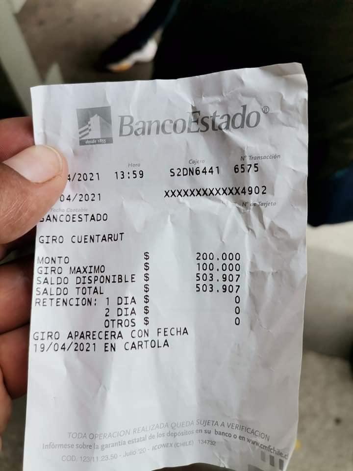 Joven devuelve el dinero a adulto mayor.  (Fuente: Facebook - Jaime Carmona Yañez)